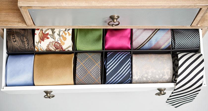 Byrålåda med färgglada slipsar, Happiend Reklambyrå
