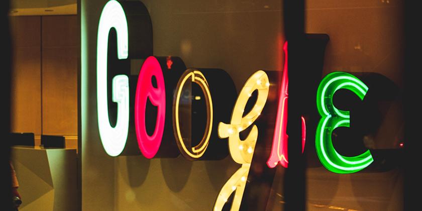 Google skrivet i neonbokstäver
